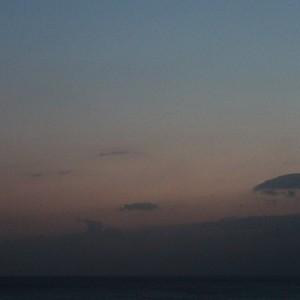 2014/09/27の月と海